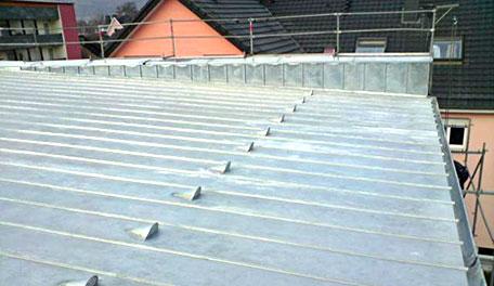 Dachbau mit Metallverkleidung